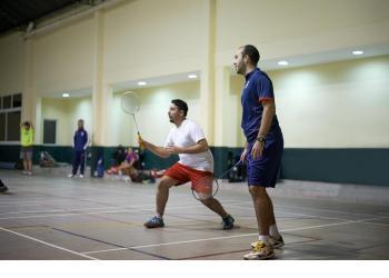 Badminton, un deporte de gran reacción y explosividad.