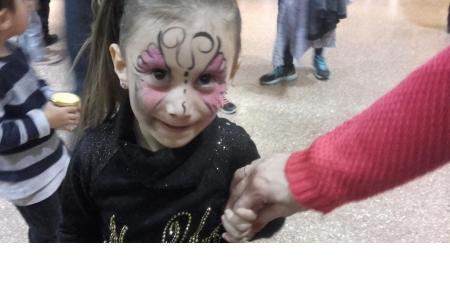 Las nenas disfrutando del maquillaje!