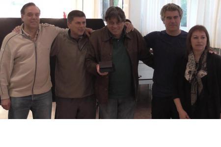 Integrantes de la Comisión Directiva junto a Jorge Troiani, 50 años de socio.