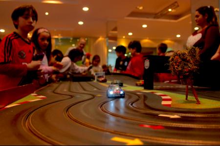 Excelente foto de la pista de autos eléctricos!