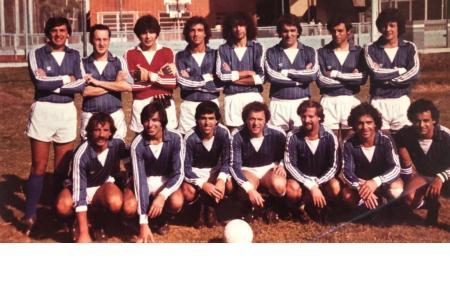 Año 1984 - Torneo interno de fútbol. Monoblock campeón.