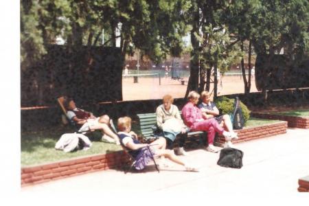 Año 1988 - Jardín de Tenis. Abby Gagliano, Toty Micheli, Ana Maranca, Pochi Tomasoni y Martha Parvis.