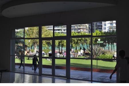 Salón con vista al parque